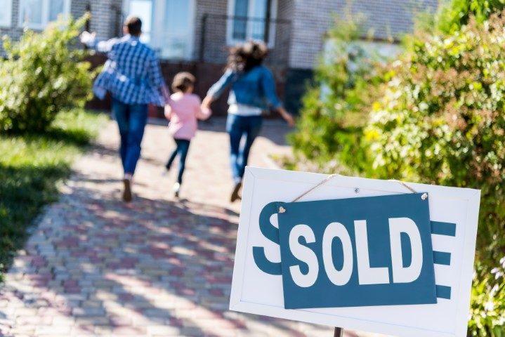 Buying a New Home? Here are 8 People You Need on Your Team